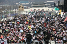 Weekend rallies in central Seoul a headache for residents