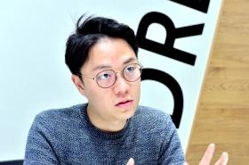 Web-serial writer Lee Nak-joon juggles three jobs