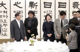 Moon meets Bong, vows govt. efforts against cinema screen monopolies
