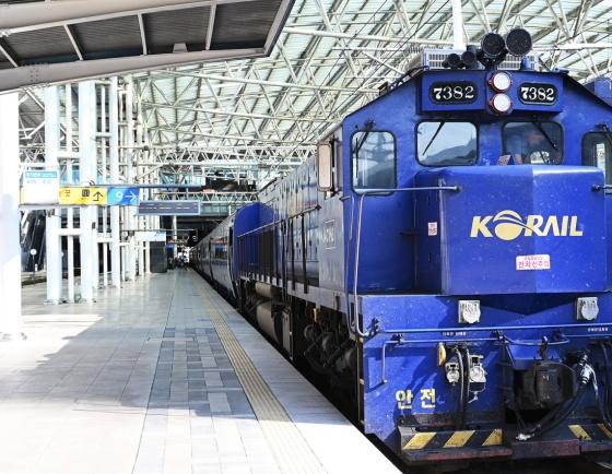 Holiday on rails: cruise train Haerang