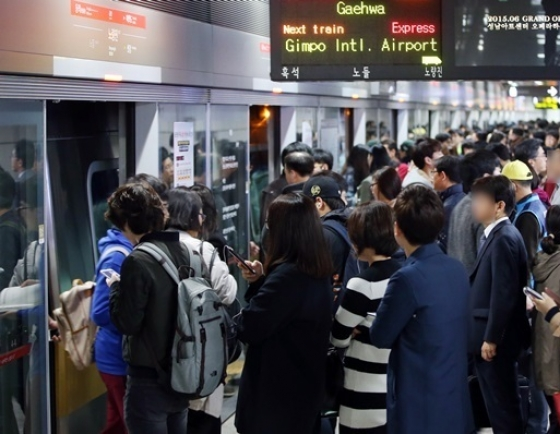 [Newsmaker] Unionists of Seoul Subway Line No. 9 begin 3-day strike