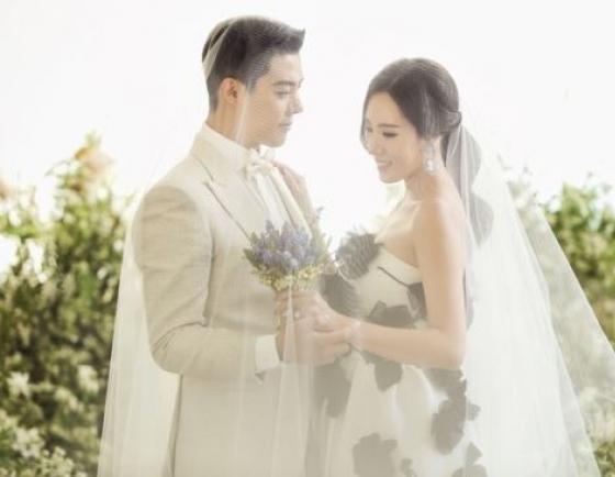 Famed skater Lee Sang-hwa, singer Kangnam get married