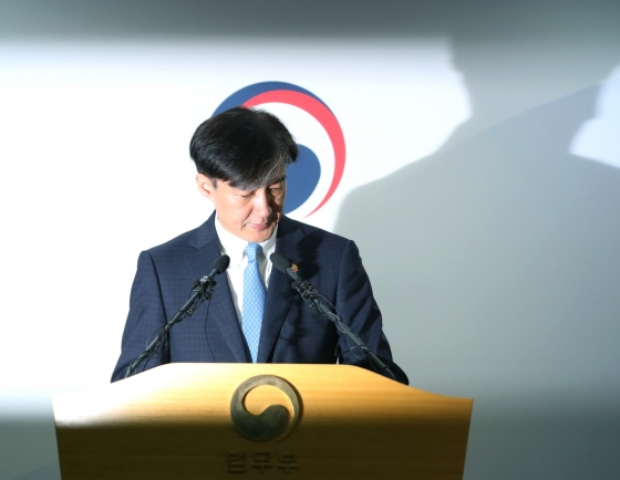 [Breaking] Justice Minister Cho Kuk steps down