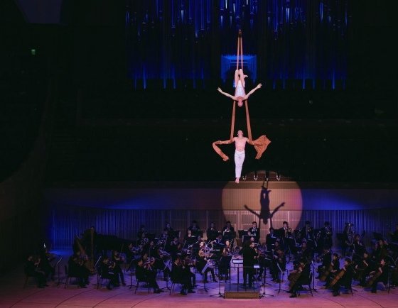 [Herald Review] Classical music lifted up by circus performance