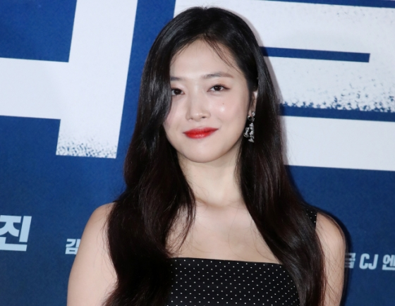 [Update] Singer and actor Sulli found dead