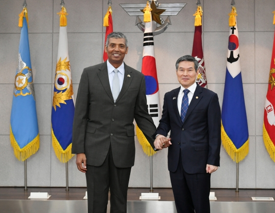 Defense minister meets with US Pacific Air Forces commander