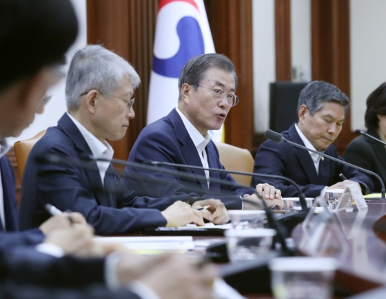 Moon urges more expansionary budget spending, signals no shift in key economic policy