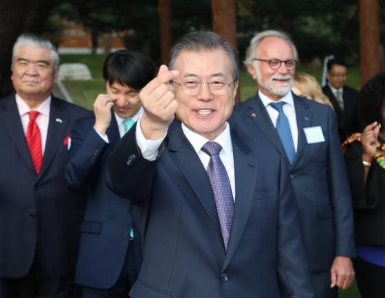 [ASEAN-Korea summit] Moon requests support for peace efforts, Busan summit with ASEAN