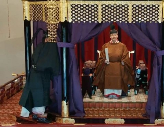 Japan emperor formally proclaims enthronement