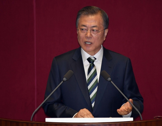 Moon vows strong education, prosecution reform for fairness in aftermath of Cho Kuk case