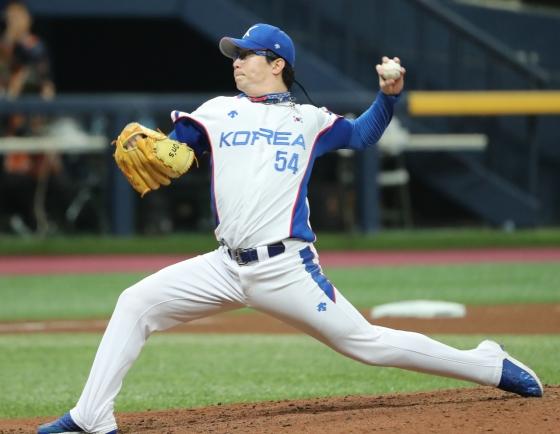 S. Korea beats Australia 5-0 to open Group C action