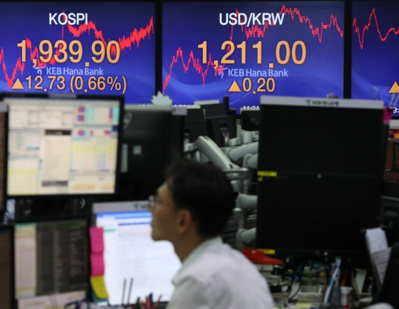 Seoul stocks open almost flat on lack of market momentum
