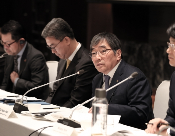 FSS chief warns foreign financial firms against high-risk, short-term gains