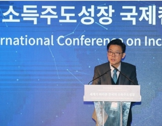 Still long way to go for income-led growth: Cheong Wa Dae panel chief