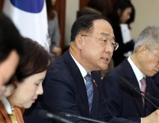 Finance minister dismisses fears of deflation