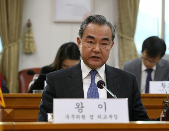 Moon to meet China's top diplomat at Cheong Wa Dae