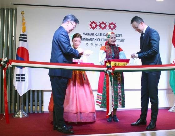 [Diplomatic circuit] First Hungarian cultural center opens in Korea