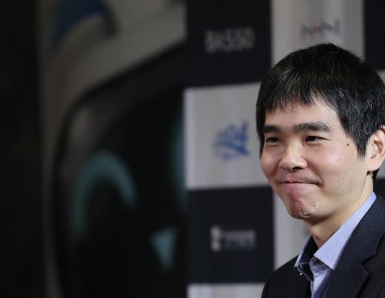 Se-dol over HanDol: S. Korean Go master Lee beats AI player