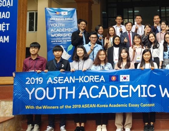 [Diplomatic circuit] Winners of ASEAN-Korea essay contest take part in Vietnam, Busan workshop