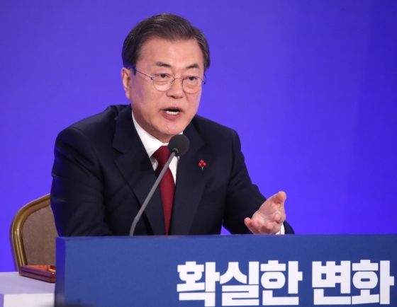 Expanding inter-Korean projects could help ease int'l sanctions, Moon says