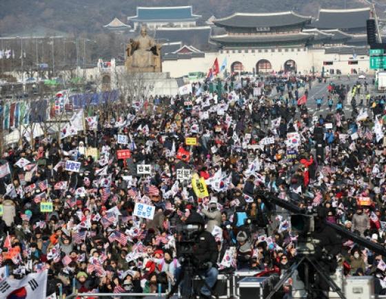 [팟캐스트] (335) 도심 시위가 주민들에게 끼치는 영향 / 엑소 멤버 첸 깜짝 결혼 발표