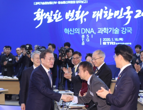 Moon stresses govt. role in fostering AI sector