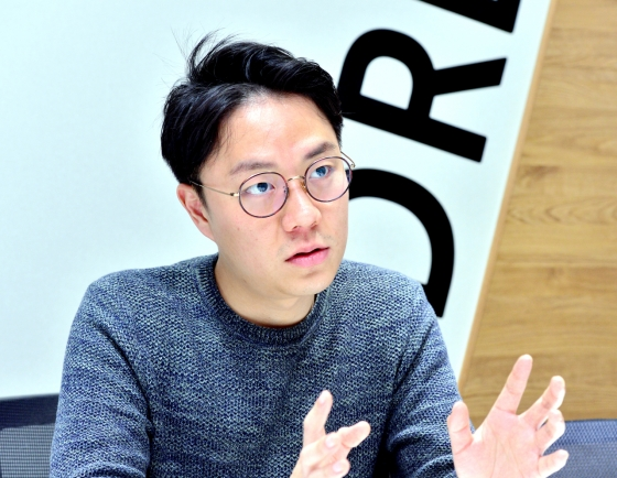 [Herald Interview] Web-serial writer Lee Nak-joon juggles three jobs