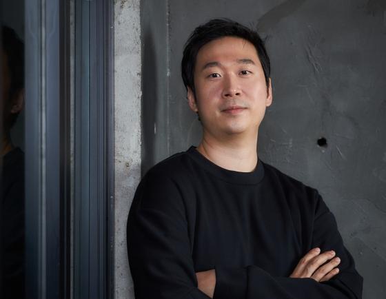 [Herald Interview] Salaryman-turned-director Kim Yong-hoon debuts big