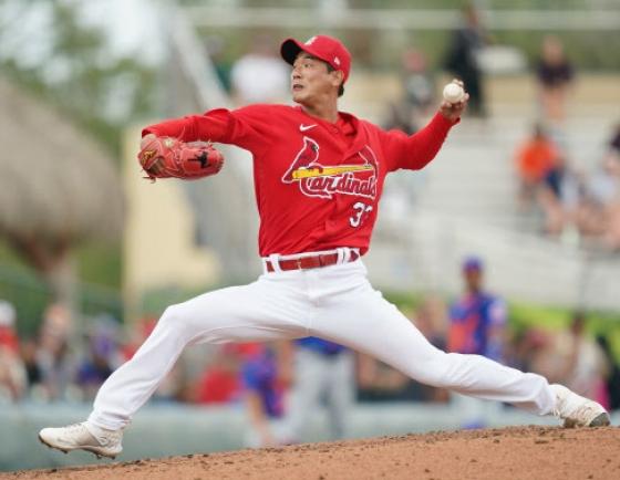Cardinals' Kim Kwang-hyun tosses scoreless inning in spring debut