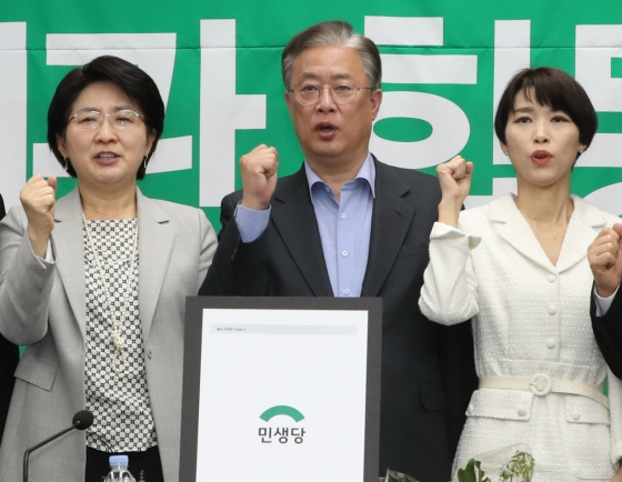 Three minor parties merge ahead of April elections