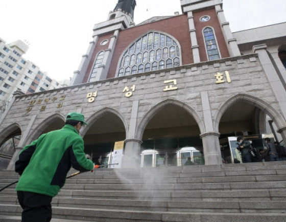 Churches in Korea consider canceling Sunday services as coronavirus spreads