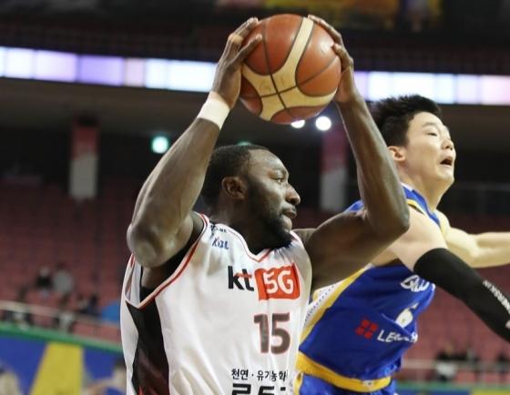 US basketball player quits Korean league over coronavirus
