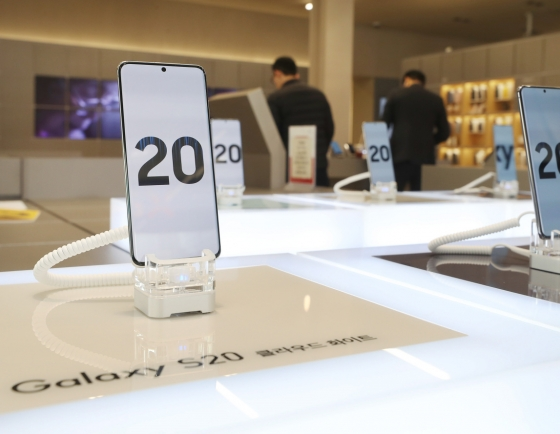 Initial sales of Galaxy S20 series downbeat amid virus fears