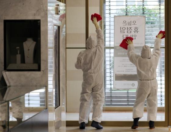 Department stores, malls shut down temporarily due to new coronavirus
