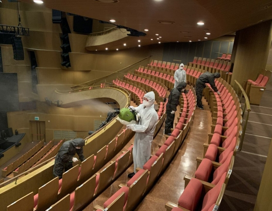 Performing arts scene staggers under virus pandemic