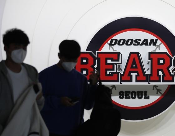2 baseball clubs halt training over coronavirus concerns