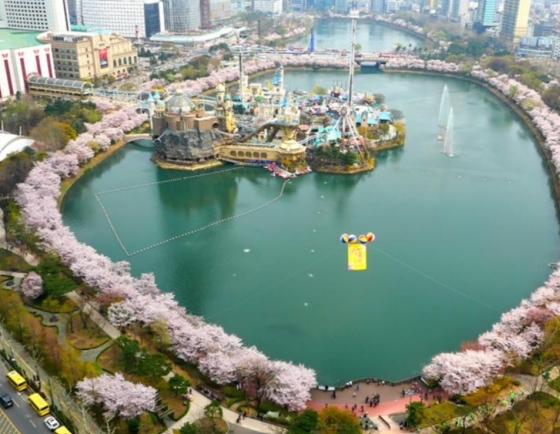 Seokchon Lake to be shut down until mid-April to prevent COVID-19 infection