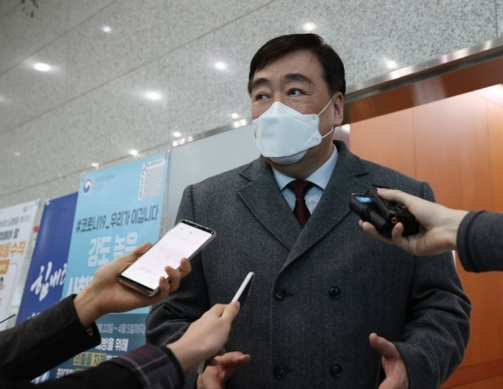 Foreign ministry calls in Chinese Amb. Xing over Beijing's abrupt decision to ban entry of foreigners