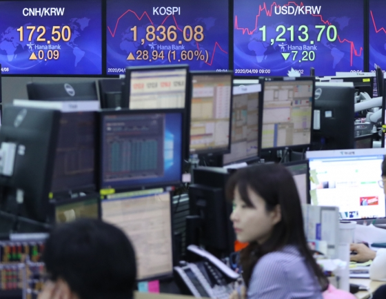 Seoul shares open higher on Wall Street gains