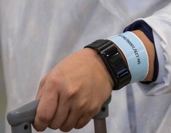 8 in 10 people support electronic wristbands for self-isolators