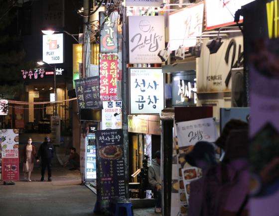 [Newsmaker] 4 K-pop stars test negative after visiting Itaewon last month