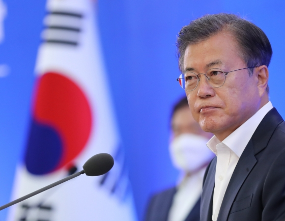 Moon vows to shore up economy, lay foundation for future
