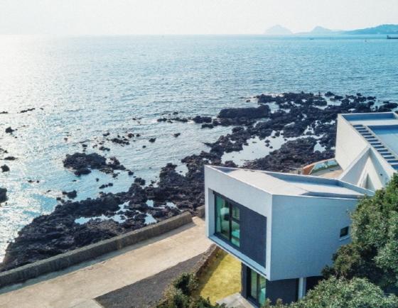 Koreans eye Jeju Island pensions according to Airbnb wish list