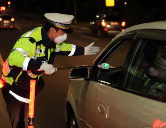 [From the Scene] Police adapt to COVID-19 era, introduce non-contact DUI testing