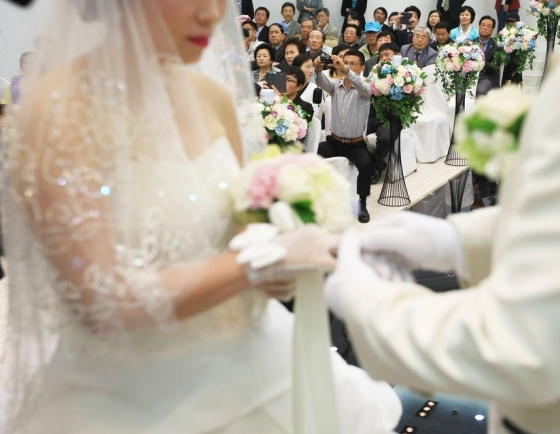 Int'l marriages to Korean men grow in recent years: report
