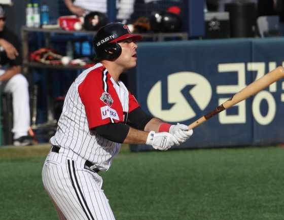 New slugger thriving at KBO's biggest ballpark