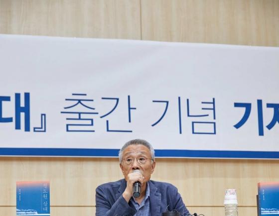 Hwang Sok-yong hopes to revive discontinued Lotus Prize rather than win Nobel liberature prize
