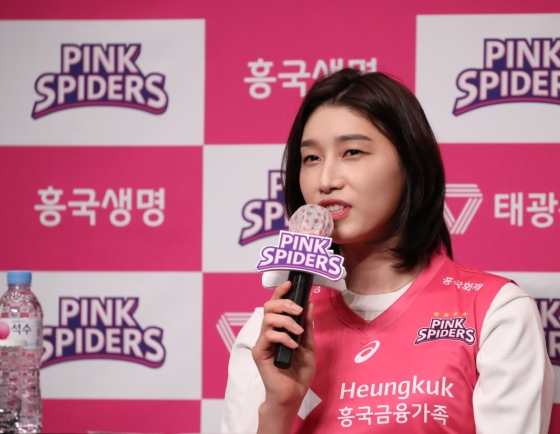 Volleyball icon Kim Yeon-koung sacrificing money for 'last remaining dream' at Olympics