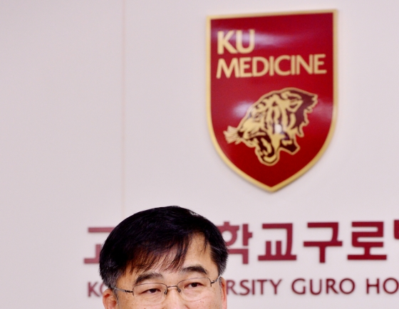 [Herald Interview] Korea's top infectious disease expert calls COVID-19 'trickiest foe yet'