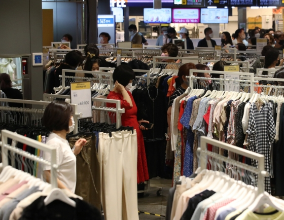 Retail sales up 2% in May on higher demand for online shipping